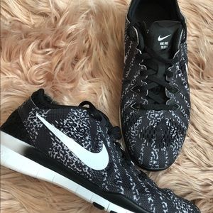Two pairs of Nike Free size 6